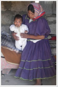 Raramuri-Frau mit Baby