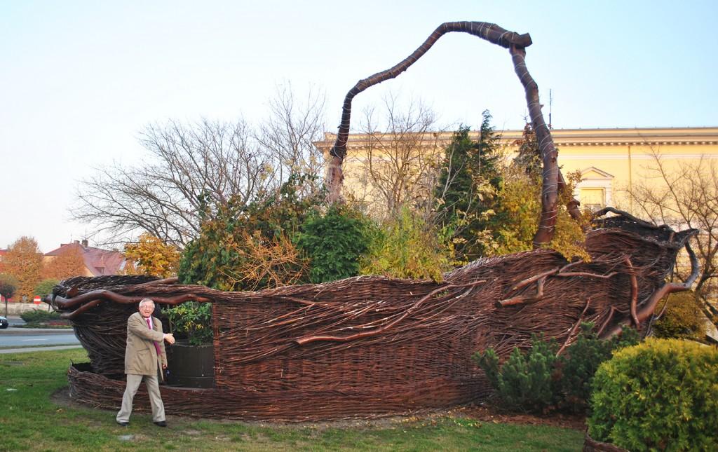 Der größte Weidenkorb der Welt steht in Nowy Tomyśl.  Foto: Forster