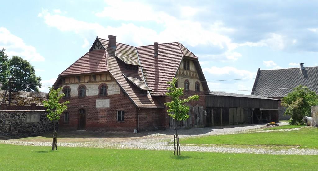 Die Alte Schmiede im Folwark Wąsowo mit übernachtungsplätzen im Obergeschoss. Foto: Ulrike Höck